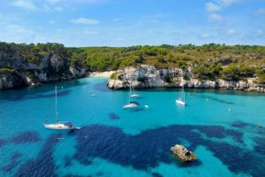 Primavera a Minorca: tra arte, mare e l'International Jazz Festival