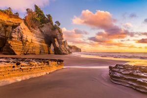 Les plus belles plages noires dans le monde