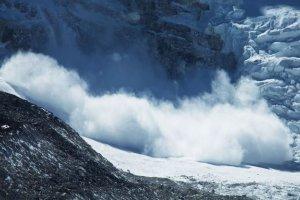 Thomas Kray déclenche une avalanche et en échappe de justesse