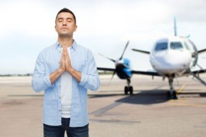 Passagère veut sortir avion
