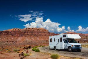 familia convierte bus casa movil