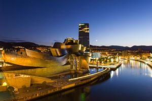 Bilbao Guggenheim Museum simbolo di rinascita