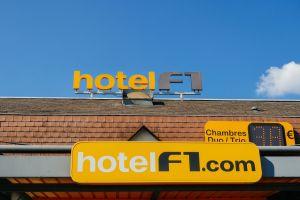Avant sa démolition, un hôtel devient une expo