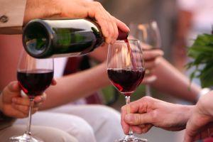 Espagne : ils s'aspergent de vin tous les ans