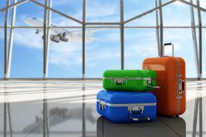 Warum wickeln manche Fluggäste ihre Koffer in Folie ein?