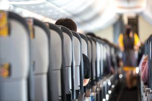 Así son los nuevos asientos de avión que te obligarán a volar de pie