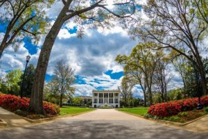 50 beautiful college campuses in every state in the US
