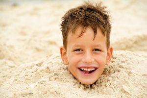 Les risques d'ensevelissement dans le sable à la plage