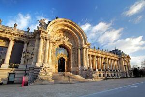 Le Grand Palais se métamorphose en boîte de nuit exotique