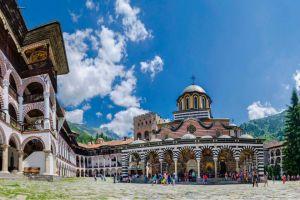 Die schönsten beeindruckenden Klöster in Bulgarien