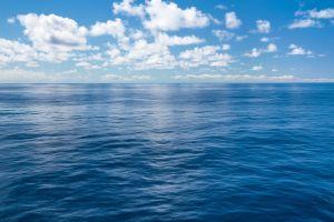 Un panneau publicitaire traverse l'océan Atlantique