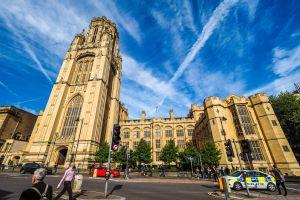 étudiants de Bristol offrent un voyage à leur agent d'entretien