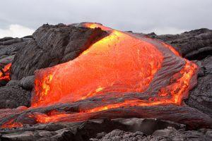 il vulcano kilauea ha creato un isola di lava