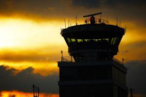 Quatre compagnies aériennes saisissent la justice