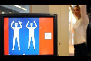 Scanner soll Handgepäck von Passagieren am New Yorker Flughafen untersuchen