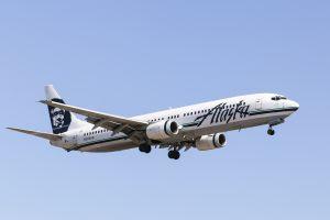 Alaska Airlines débarque couple gay pour laisser la place à couple hétérosexuel