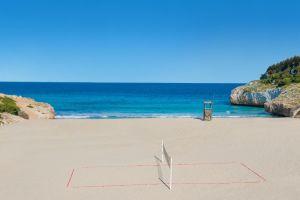 Un requin rôde sur une plage à Majorque
