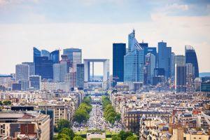 Touristen brauchen bei einer Fahrt durch Frankreich eine Autoplakette