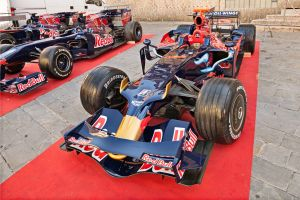 Le pilote Daniel Ricciardo s'offre un road trip en Formule 1 dans le Far West