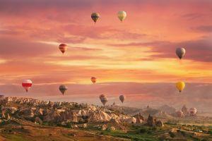 Erleben Sie den Märchenort Kappadokien mit einer Heißluftballonfahrt !