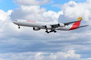 iberia firma alianza con cathay pacific para vuelos hong kong