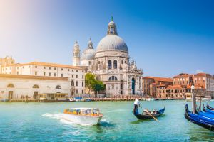 Overdose de touristes : faut-il déplacer Venise ?