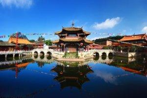In Cina esiste un parco interamente gestito e abitato da persone decisamente...piccole!