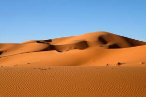 Deserto Sahara impianti eolici pannelli solari produzione energia rinnovabile