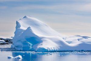 Les scientifiques enregistrent le son produit par la banquise en Antarctique