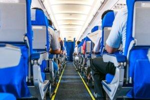 """Un agent de sécurité filme la présence d'un """"fantôme"""" dans un avion"""