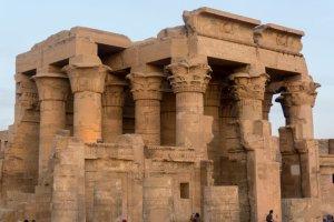 Égypte : des archéologues découvrent le trône du pharaon Ramsès II