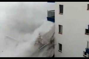 Des vagues géantes détruisent les immeubles aux Canaries