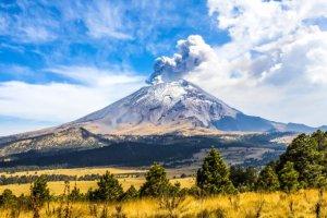 Vidéo : Le volcan mexicain Popocatépetl est entré en éruption