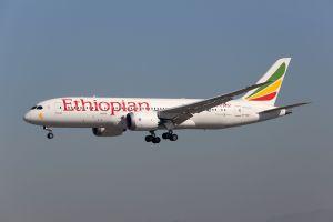 Ethiopian Airlines pose son Dreamliner à Manchester