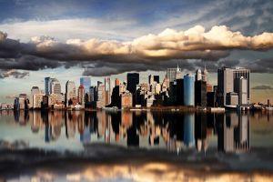 A New York, d'étranges lumières bleues envahissent le ciel