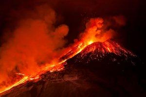 Sicile : pourquoi l'éruption de l'Etna intrigue les scientifiques ?