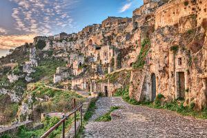 Découvrez l'étonnante ville troglodyte italienne de Matera
