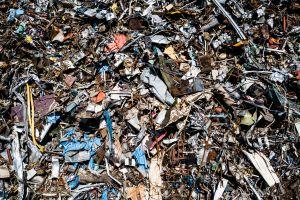 Qui veut boire un verre dans un tas d'ordures ?