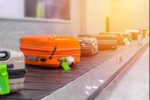 À l'aéroport de Bruxelles, une centaine d'avions ont décollé sans bagages