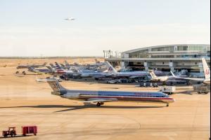 Aéroport Dallas Fort Worth interdit l'utilisation des pailles en plastique
