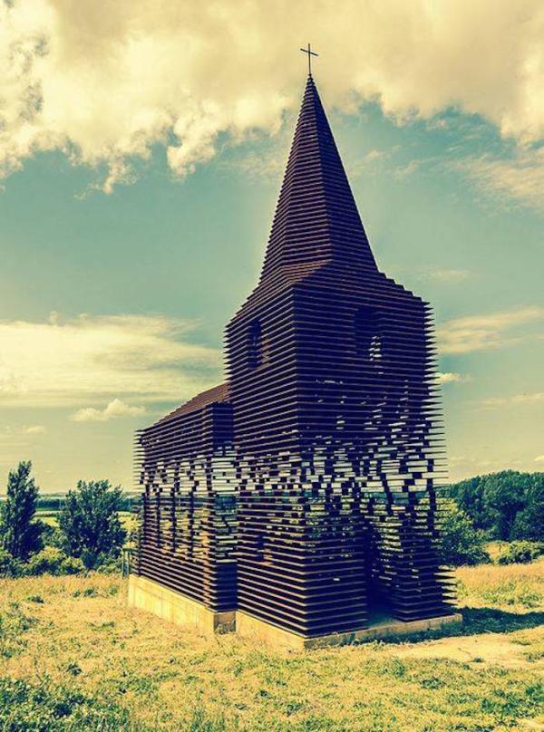 L'église se fond dans le paysage