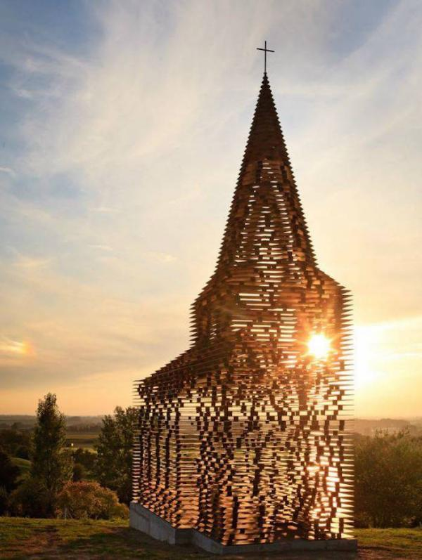 L'église au soleil couchant