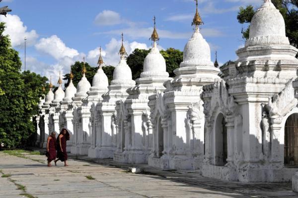 Le Plus Grand Livre Du Monde Est En Birmanie Easyvoyage