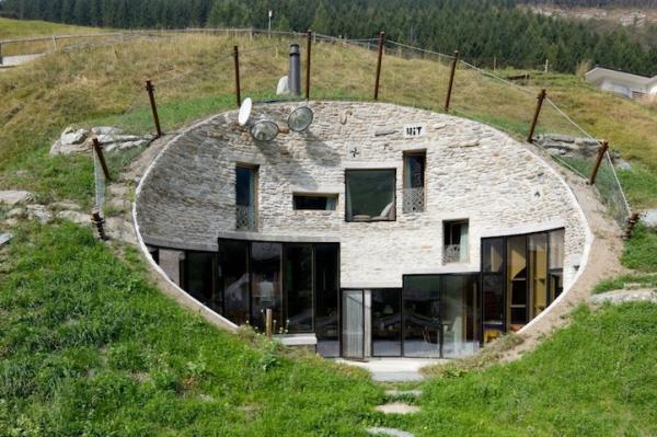 creus es dans la roche cach es sous terre sur pilotis voici des maisons hors du commun. Black Bedroom Furniture Sets. Home Design Ideas