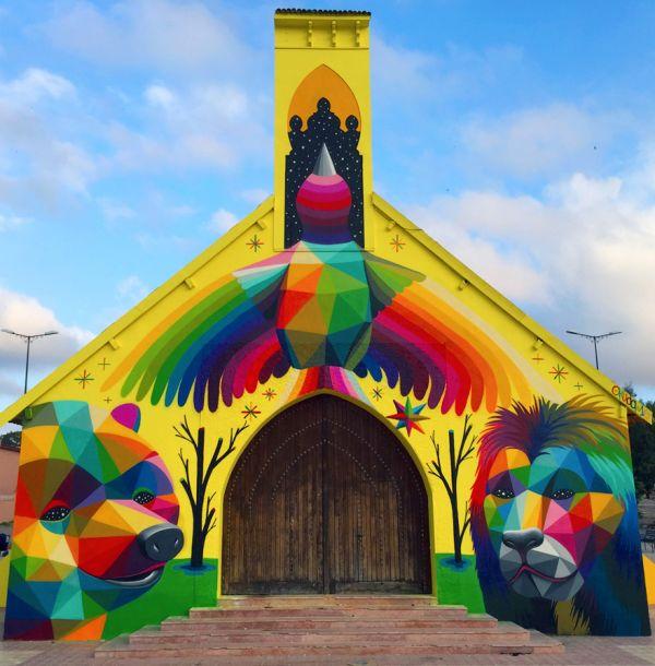 Iglesia transformada por Okuda San Miguel