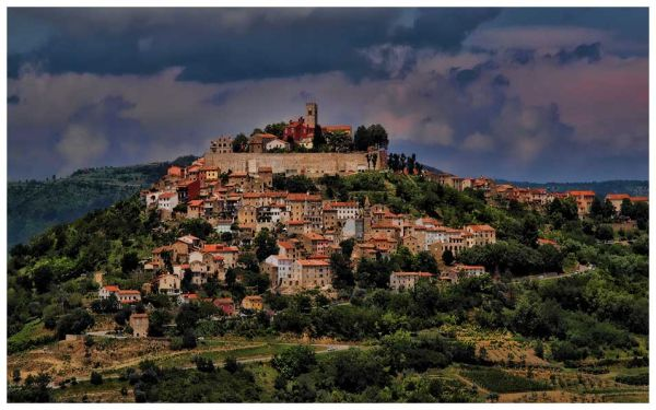 Hilltop villages make for perfect hiking routes