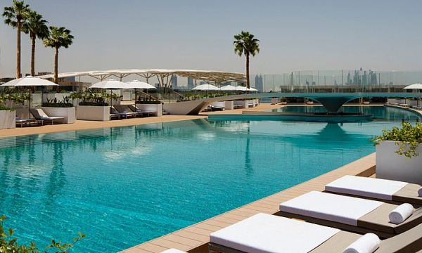 Two pools and 400 sun loungers