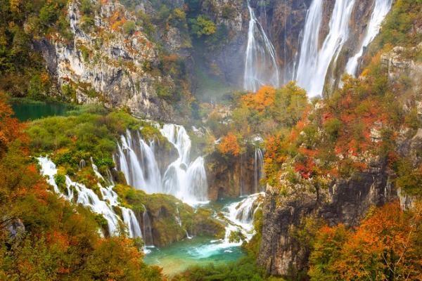 Cascate del Parco Nazionale di Plitvice in Croazia, autunno