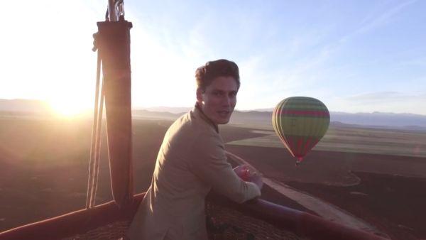 James Williams à bord d'une Montgolfière