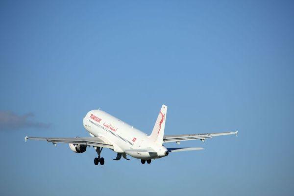 Un bebé nace a bordo de un avión en el aeropuerto de Niza